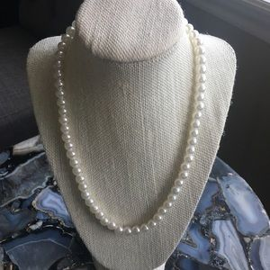 Jewelry - 🍀4for$20🍀Costume jewelry pearl necklace.